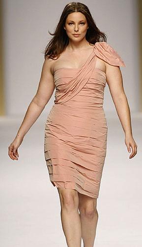 Как поднять летнюю одежду для полных невысоких женщин.