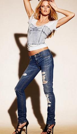Звездный тренд: рваные джинсы.